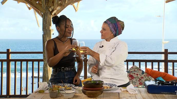 Larissa Luz e Tereza Paim brindam na estreia de 'Papo Gastronômico (Foto: TV Bahia)