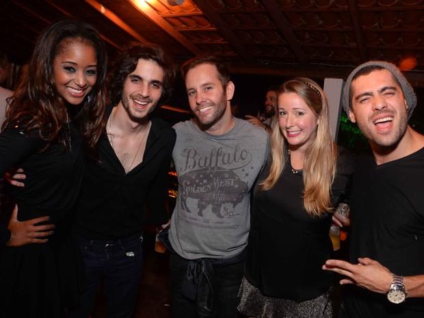 Aline Prado, Fiuk, Leo Marçal, Pamela Cancela e ex-BBB Yuri em festa no Rio (Foto: Ari Kaye/ Divulgação)