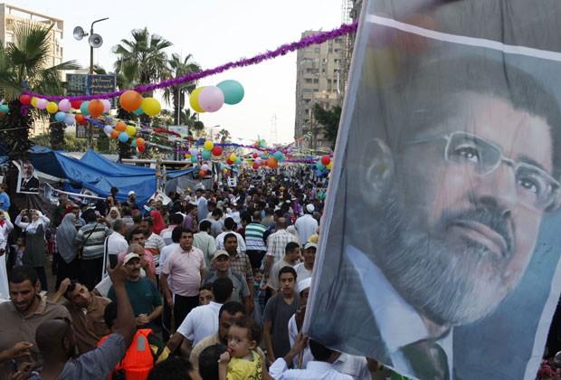 Apoiadores de Morsi fazem protesto no Cairo nesta quinta-feira (8) (Foto: Asmaa Waguih/Reuters)