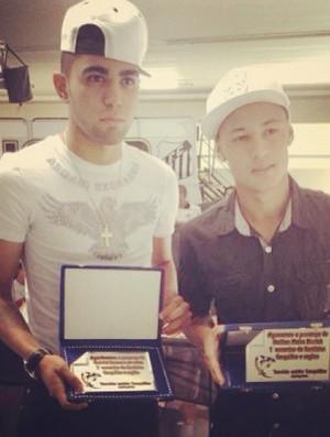 Gabriel e Neilton, jogadores do Santos homenageados (Foto: Reprodução  / Instagram)
