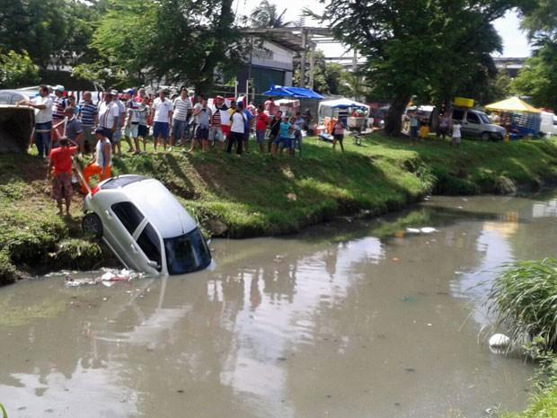 Acidente ocorreu neste sábado (Foto: Divulgação / WhatsApp)