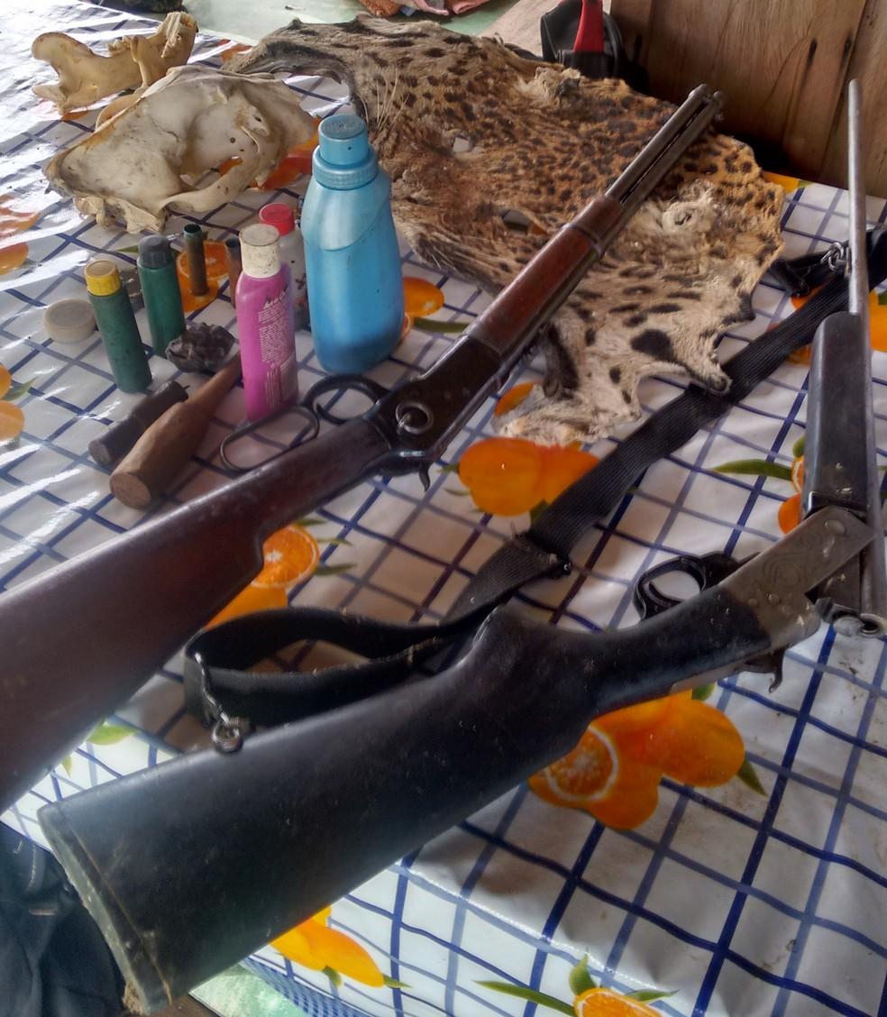 Outras partes de onças e armas foram encontradas na fazenda alvo da operação do Ibama (Foto: Polícia Civil de Mato Grosso)