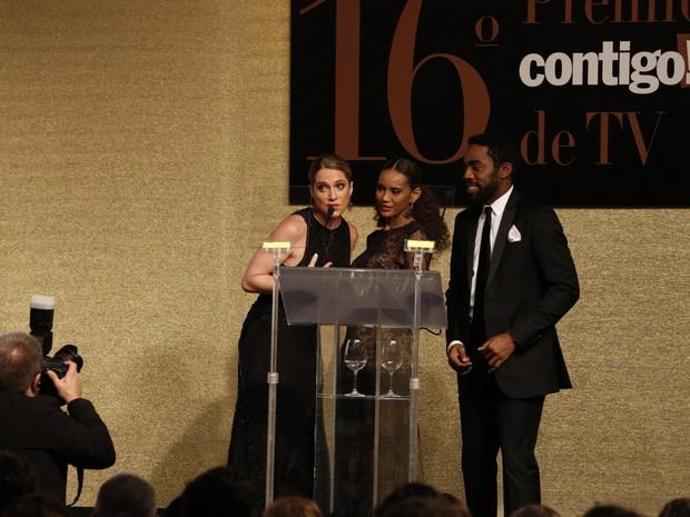 Letícia Spiller, Taís Araújo e Lázaro Ramos em prêmio no Rio (Foto: Felipe Panfili, Felipe Assumpção e Léo Marinho/ Ag. News)