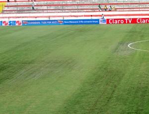 Gramado estádio Moça bonita (Foto: Fábio Leme)