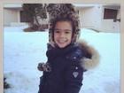 Ex-mulher de Ronaldo aproveita férias e posta foto da filha na neve