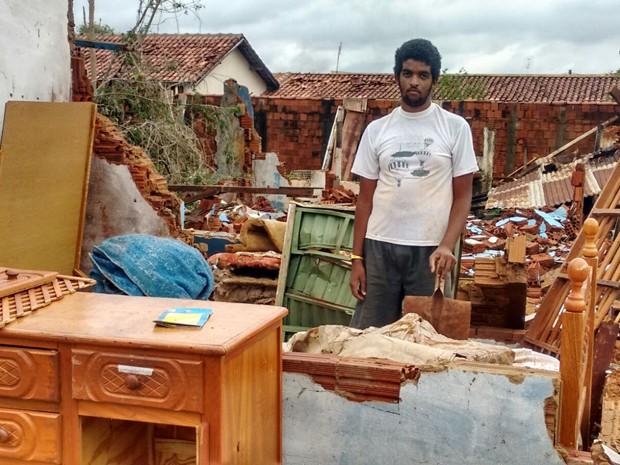 Temporal deixou rastro de destruição em Panorama (Foto: Betto Lopes/TV Fronteira)