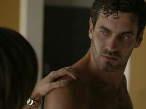 No primeiro capítulo de Babilônia, personagem de Nikolas enlouqueceu Beatriz (Gloria Pires) (Foto: TV Globo)