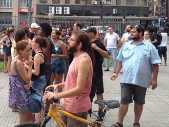 Homem vestido como rodoviário da Carris participa do protesto (Foto: Vinícius Rebello/G1)