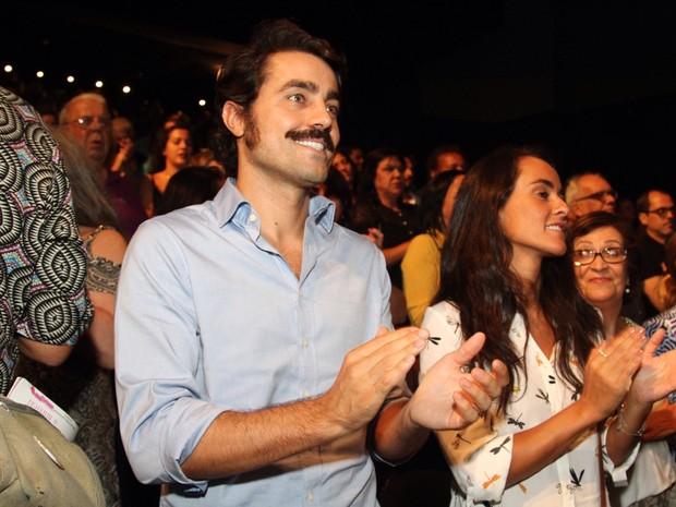 Ricardo Pereira e a mulher, Francisca Pinto, em peça no Rio (Foto: Anderson Borde/ Ag. News)