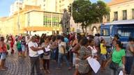 Terceirizados da prefeitura de fazem protesto após 2.600 demissões