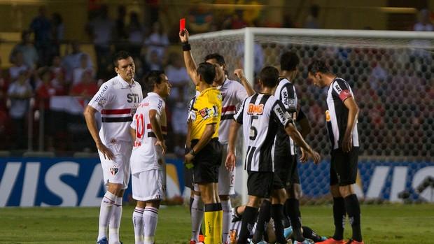 Lúcio é expulso, São Paulo x Atlético-MG (Foto: Leandro Martins/Agência Estado)