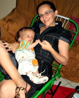 Edvania com o filho ainda pequeno (Foto: Edvania Fontenele/Arquivo Pessoal)