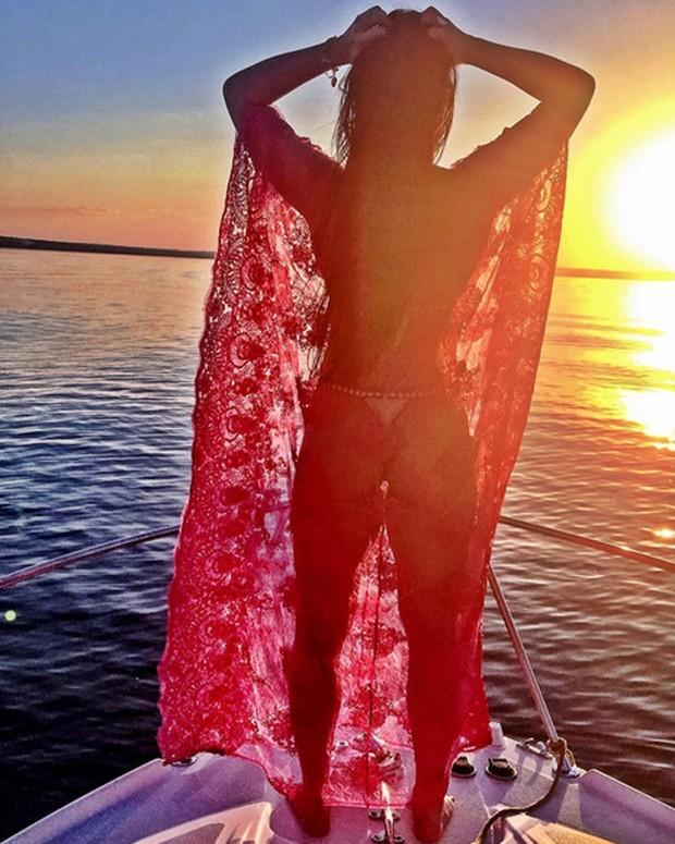 Graciele Lacerda posa de biquíni para foto (Foto: Instagram/ Reprodução)