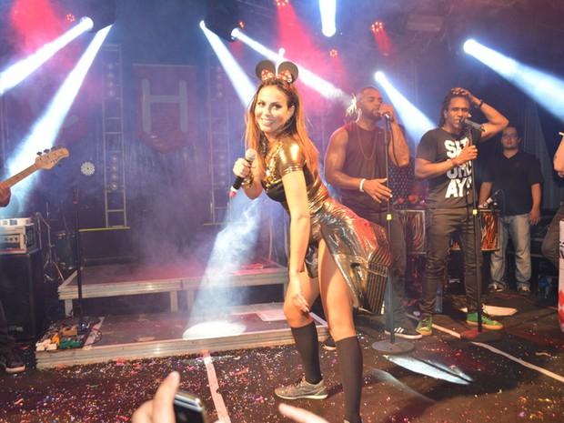Alinne Rosa em show no Recife, em Pernambuco (Foto: Felipe Souto Maior/ Ag. News)