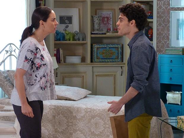 Suzana fica chocada com as acusações do filho (Foto: Gshow)