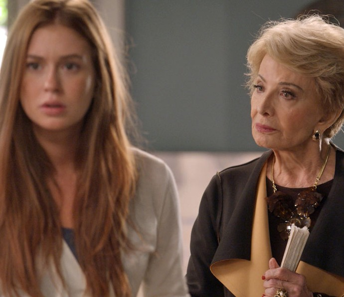 Ruiva sofre com o leque da mãe de Arthur (Foto: TV Globo)