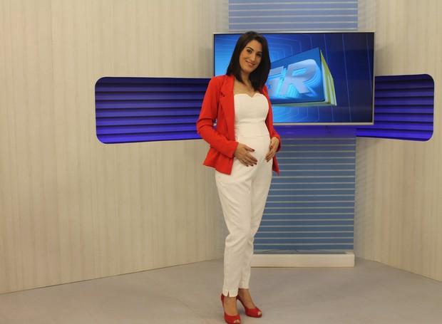 Izabella Freitas se despede da apresentação e exibe o barrigão de 7 meses: Muito feliz! (Foto: Gabriela Canário)
