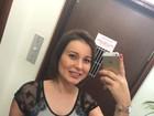 Andressa Urach retira o cateter no braço após 70 dias