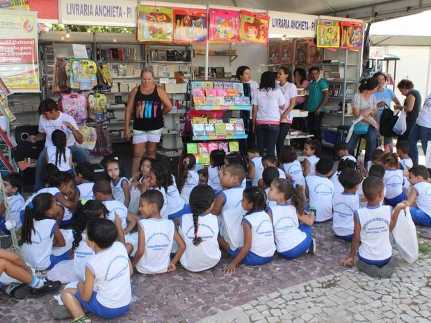 Criançada se encanta com clássicos da literatura infantil no Salipi  (Foto: Gilcilene Araújo/G1)