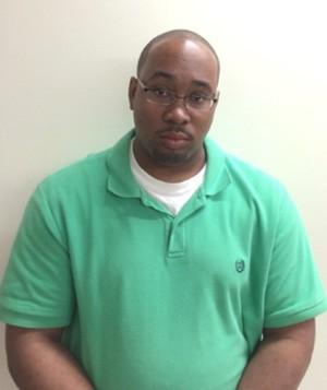 Michael Brown foi acusado de lamber e sugar os pés de uma cliente de uma loja ao se passar por estudante de podologia (Foto: Divulgação/Lincolnton Police Department)