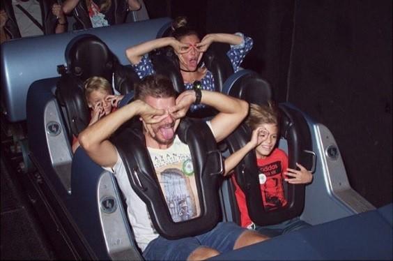 Rodrigo Hilbert, Fernanda Lima e os gêmeos se divertindo na Disney (Foto: Reprodução / Instagram)