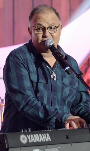 Guilherme Arantes canta músicas que escreveu para especiais infantis da Globo no Som Brasil (Foto: Raphael Dias/Globo)