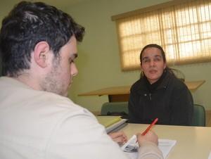 Antes de auxiliar, Érica recorria à mãe e irmã para corrigir provas (Foto: Thomaz Fernandes/G1)
