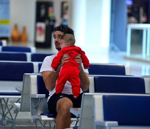 Rafa Brites e Felipe Andreoli com Rocco (Foto: William Oda / AgNews)