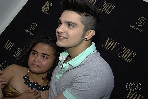 Fã com deficiência intelectual ganha surpresa e conhece Luan Santana (Foto: Reprodução/TV Anhanguera)