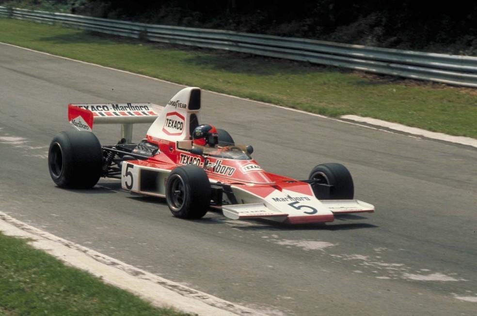 Emerson Fittipaldi a bordo da McLaren M23 em 1974 (Foto: Divulgação)