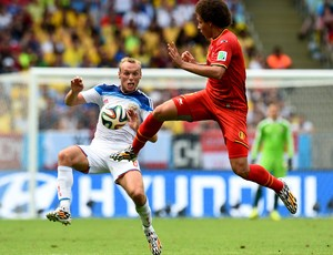 Denis Glushakov e Axel Witsel Bélgica x Rússia Copa do Mundo (Foto: Getty)