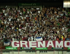 Torcida organizada Grenamor, da Desportiva Ferroviária, contra o Atlético-AC (Foto: Bruno Marques/Globoesporte.com)