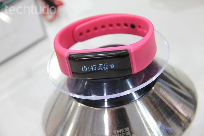 Vivosmart alerta usuário para se exercitar mais (Foto: Isadora Díaz/TechTudo)
