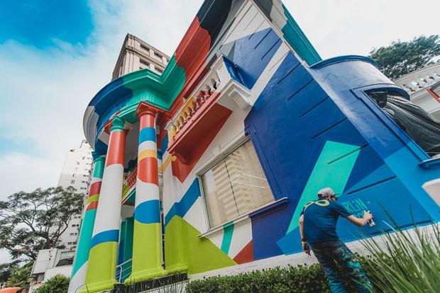 Casa antiga ganha grafitti em São Paulo (Foto: Wesley Allen)