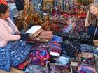Grazi vai às compras em mercado da Guatemala