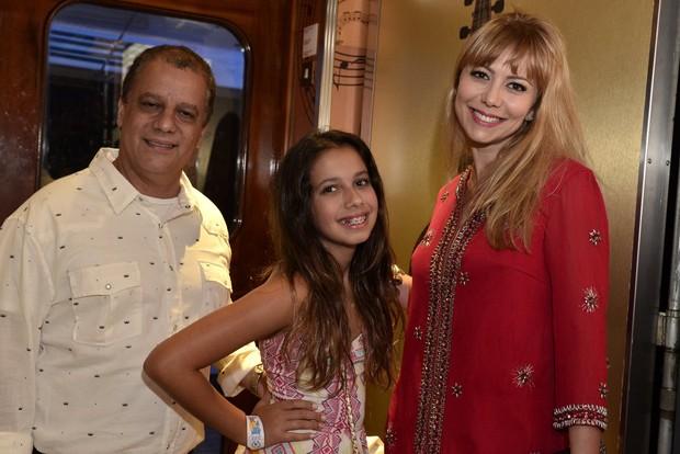 A atriz Simone Soares com a família (Foto: Roberto Teixeira/EGO)
