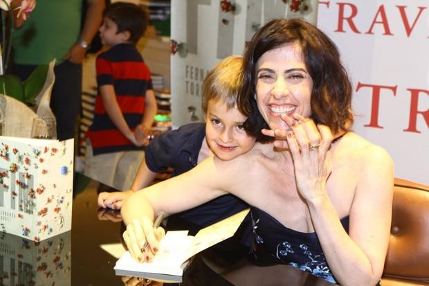 Fernanda Torres e filho (Foto: Raphael Mesquita / Foto Rio News)