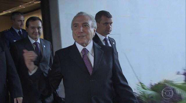 Ministro do STF manda Cunha acolher pedido de impeachment contra Temer