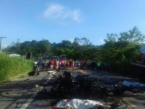 Veículos serão retirados durante a tarde deste domingo (Foto: Divulgação / Polícia Rodoviária Federal )