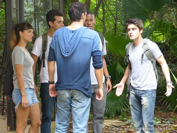 Ih! O Vitor deu o maior flagra na galera do Quadrante! (Foto: Malhação / Tv Globo)