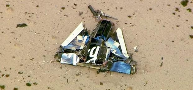 Restos da fuselagem da aeronave  (Foto: Reuters)