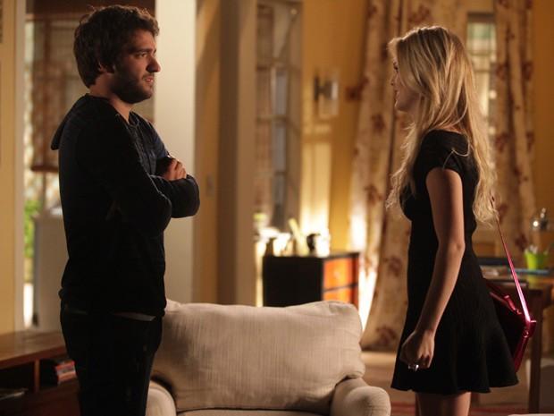 Megan pede ajuda de Davi para ir atrás de Arthur e Manu na Califórni (Foto: Pedro Curi / TV Globo)