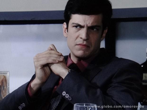 Félix resolve infernizar vida de Atílio (Foto: Amor à Vida/ TV Globo)