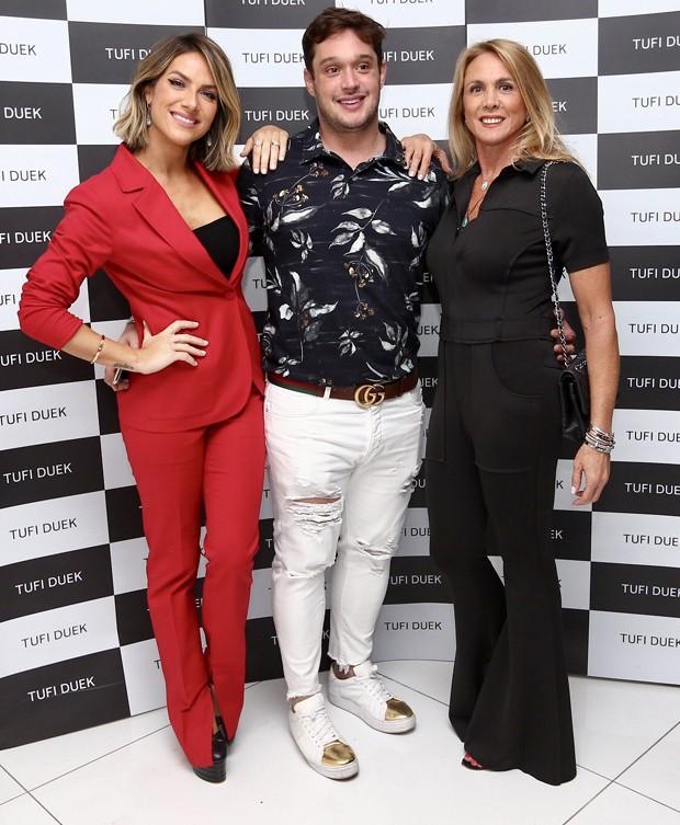 Giovanna Ewbank, Helinho Calfat e Hortência (Foto: Manuela Scarpa/Brazil News)