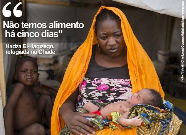 Hadza El-Hagizegri, nigeriana refugiada no Chade, com seus filhos no campo de refugiados (Foto: Sylvain Cherkaoui/Cosmos/ Médico Sem Fronteiras)