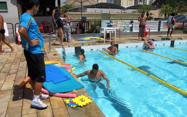 Jogadores botafogo treino piscina (Foto: Fábio Leme )