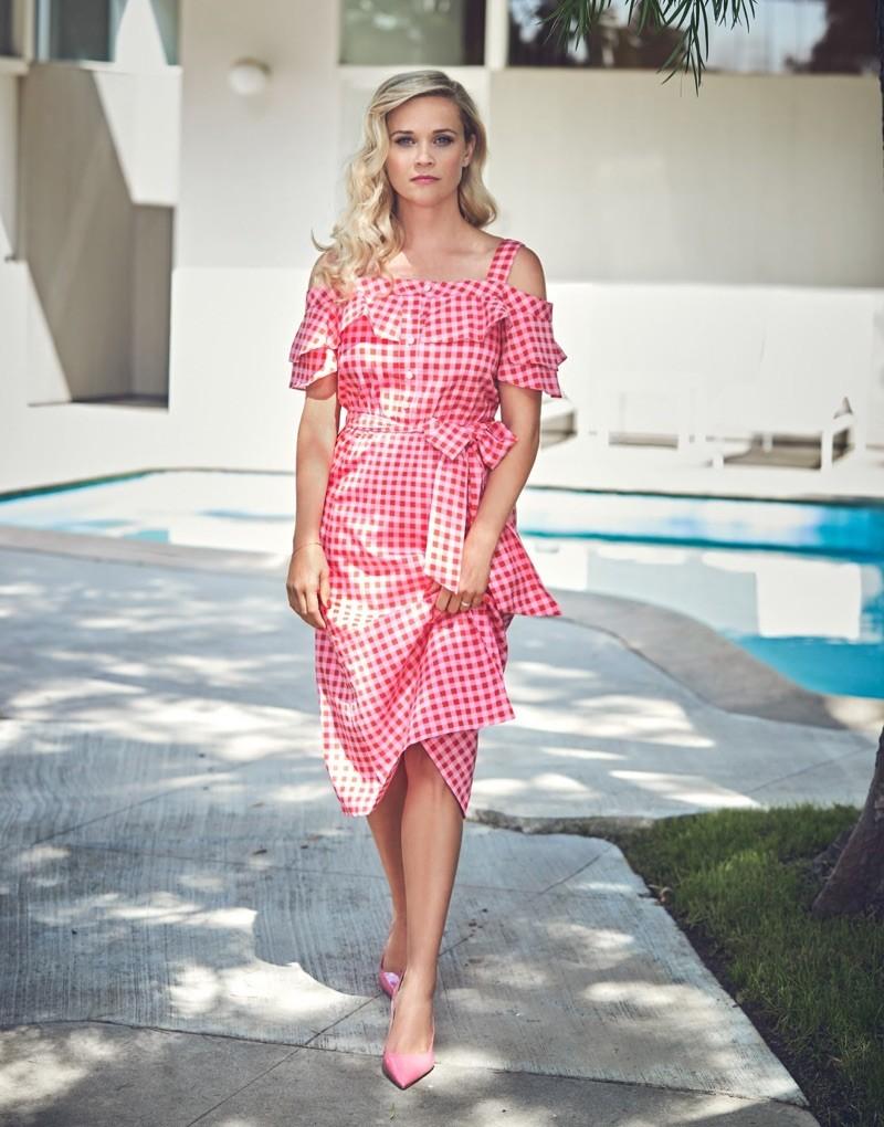 Reese Witherspoon mostra sua porção modelo em revista  (Foto: Divulgação)