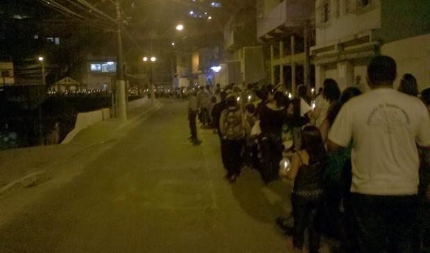 Fiéis caminharam do Tancredão até a Basílica de Santo Antônio, em Vitória. (Foto: Daniela Carla/TV Gazeta)