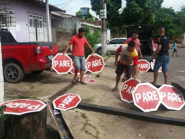 Placas de sinalização, trânsito, comunidade, reforma, Macapá, Amapá (Foto: Jorge Abreu/G1)