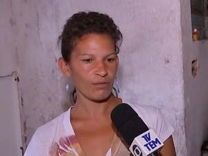 Vanessa afirma que teve a casa alagada pela quinta vez (Foto: Reprodução/TV TEM)